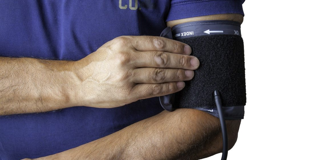 Tensiomètre à bras ou à poignet : lequel choisir ?